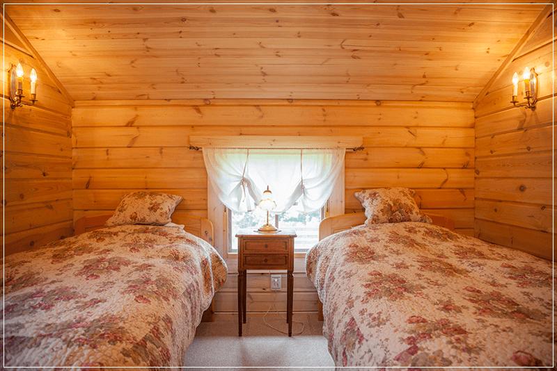 山梨県八ヶ岳のログハウスベッドルーム